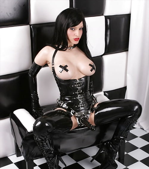big nippled latex mistress wears strap on